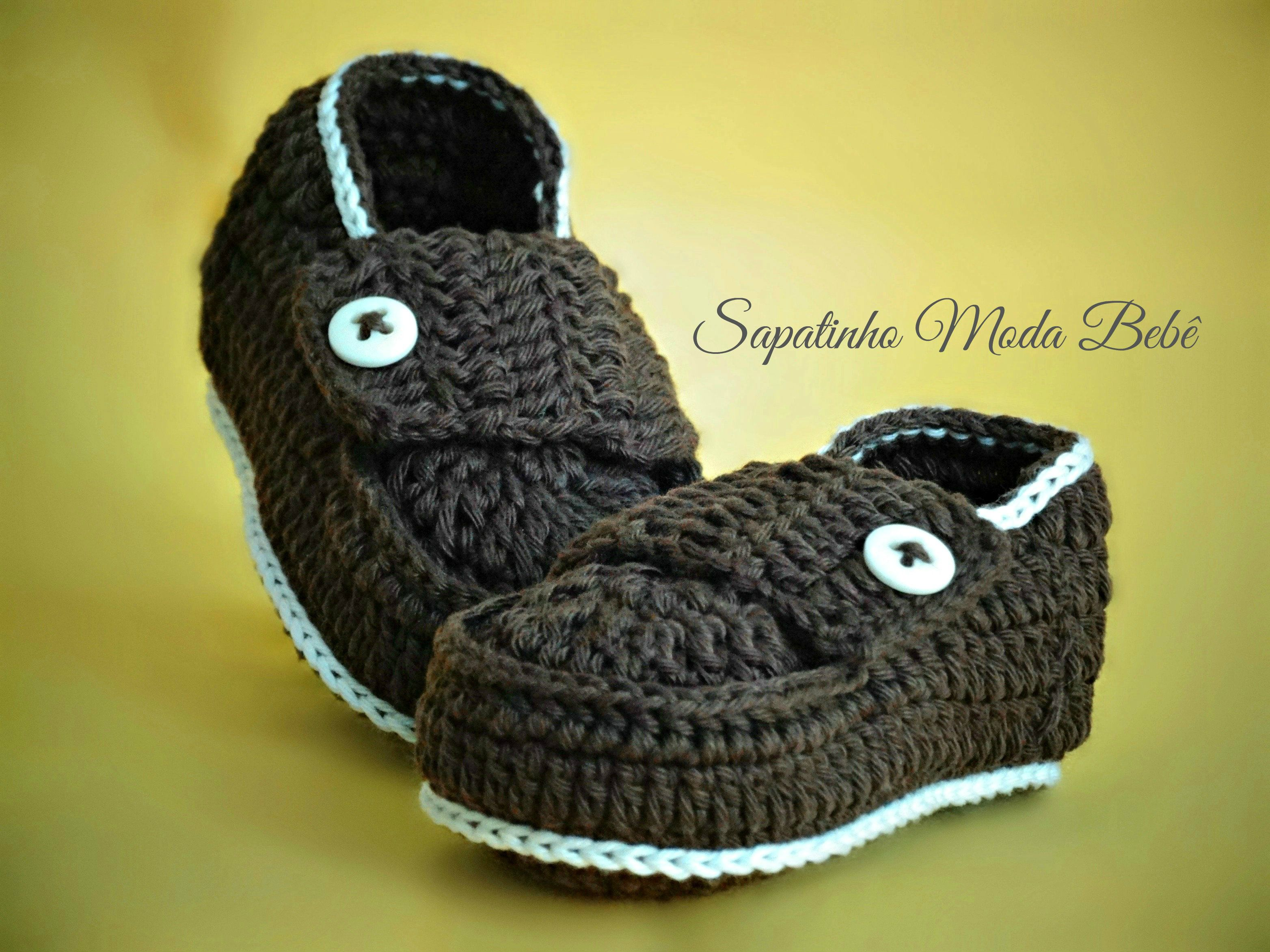 056d84ac5d Sapatinho modelo mocassim feito em linha de crochê - marrom. https   www