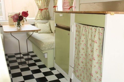 Vintage & Retro - Betsy the Vintage Caravan, isn't she sweet! (Betsy the Vintage Caravan, isn't she sweet!)