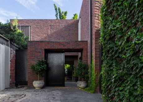 Три кирпичных дома в Австралии