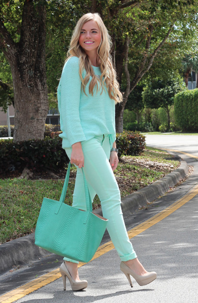 Monochromatic Mint All Of Her Outfit Is The Same Color Except Shoes