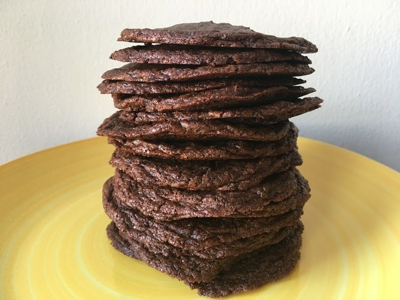 If you have 10 minutes and 4 ingredients, these nutella cookies can be yours!