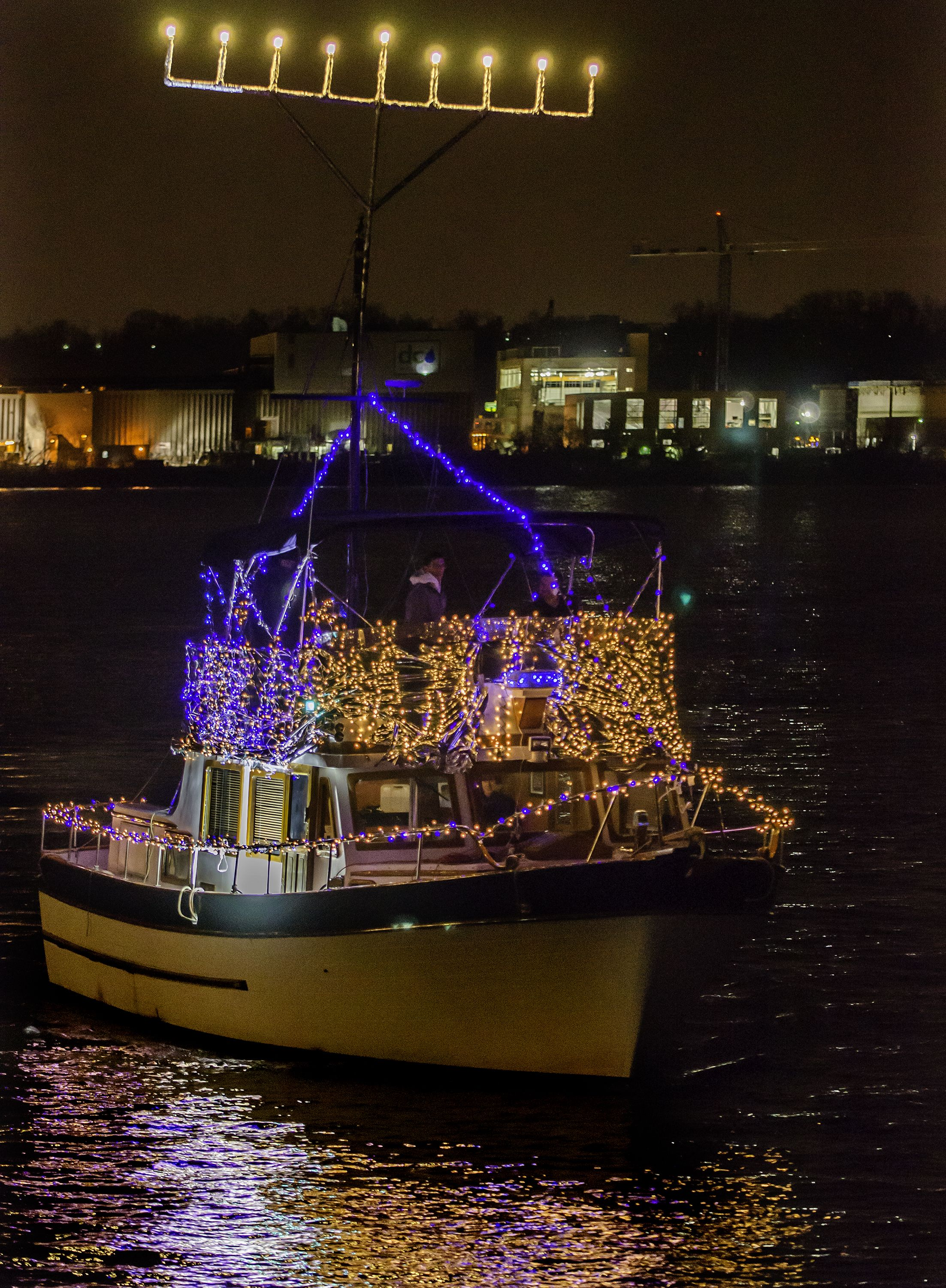 "The Holiday Boat Parade of Lights ""Best in Show"" went to"