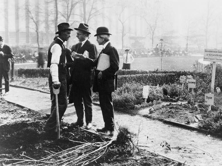 HWS Men's Auxiliary members work on a public garden project in 1919.