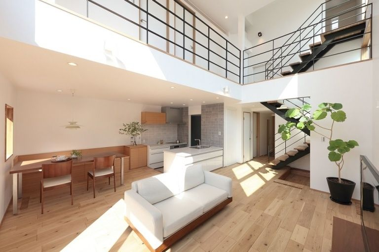 吹き抜けを愉しむ高崎の家 画像あり ビルトインガレージ 家 住宅