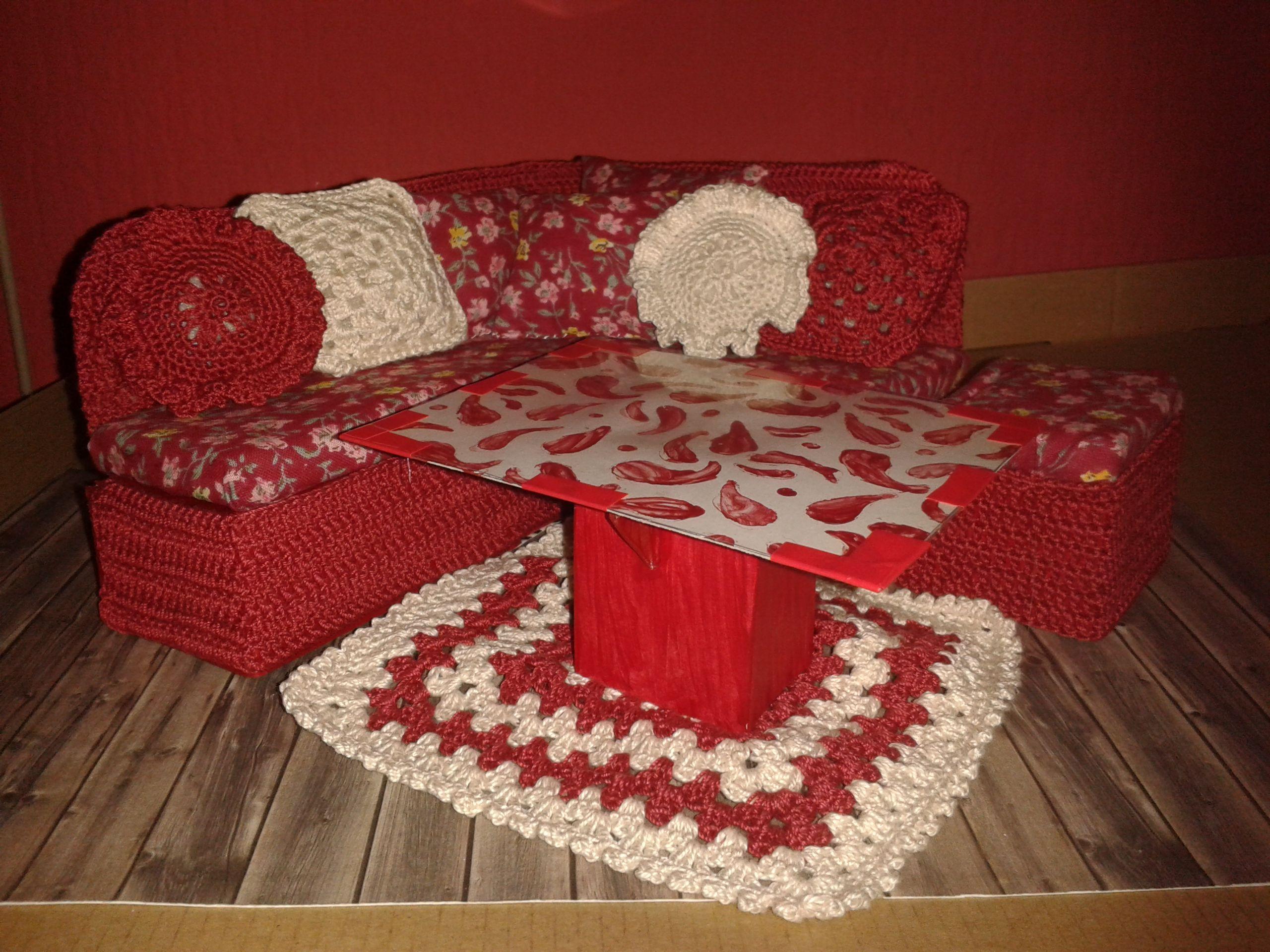 Eckcouch Mit Hocker Tisch Kissen Und Kuscheldecke Teppich Aus