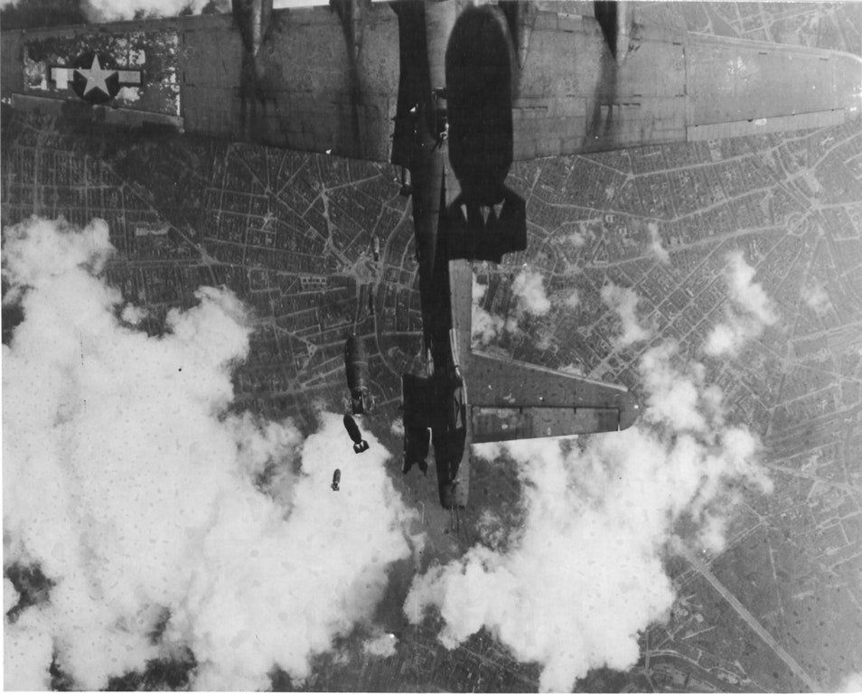 "World War II History on Twitter: ""A B-17 Struck by falling Bombs from another bomber over #Berlin, 1944. #History #WWII https://t.co/e9el6ei9UN"""