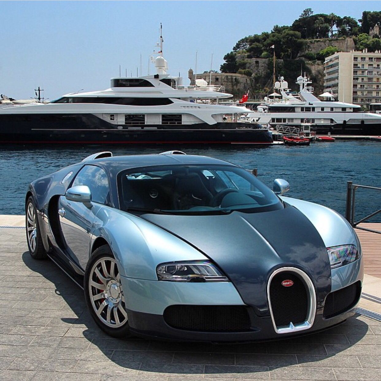 bugatti veyron painted in light & navy blue photo taken