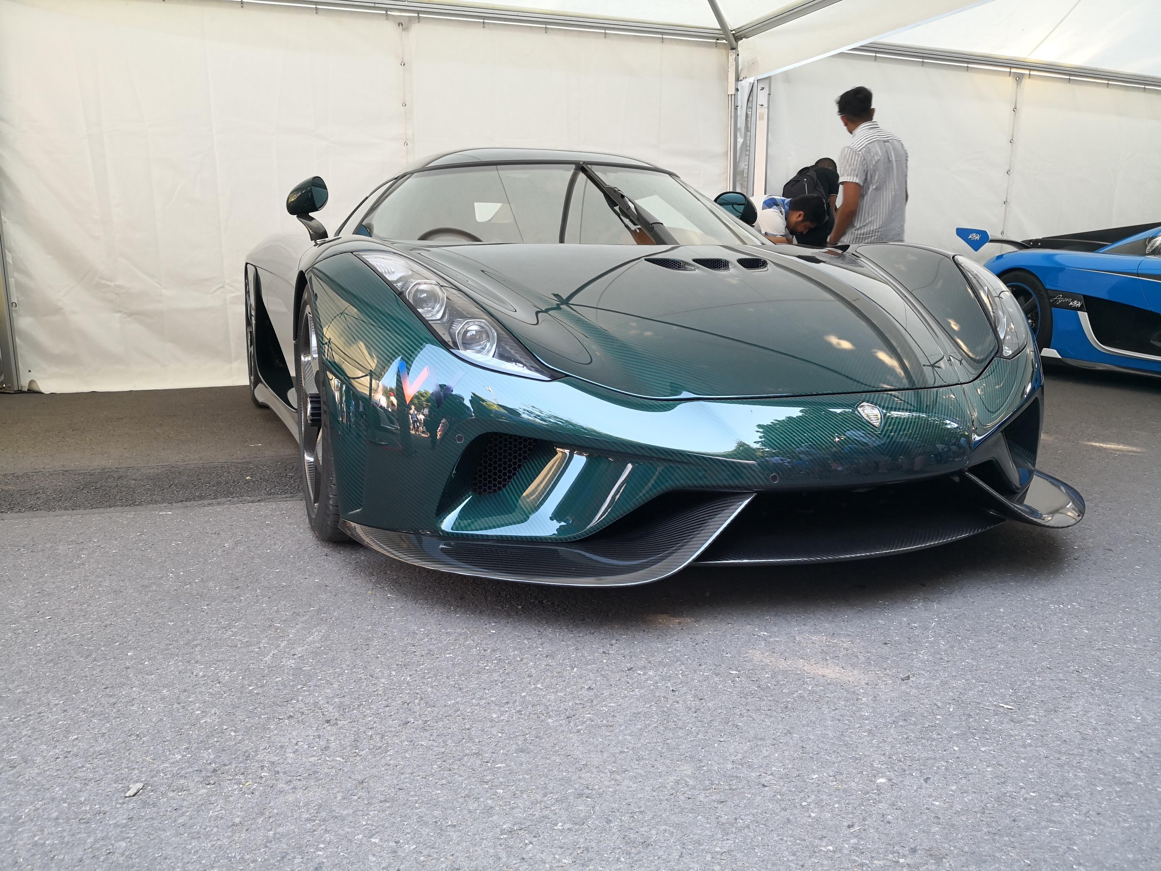 Koenigsegg Regera With Green Carbon Weave Oc Koenigsegg Luxury Cars Super Cars