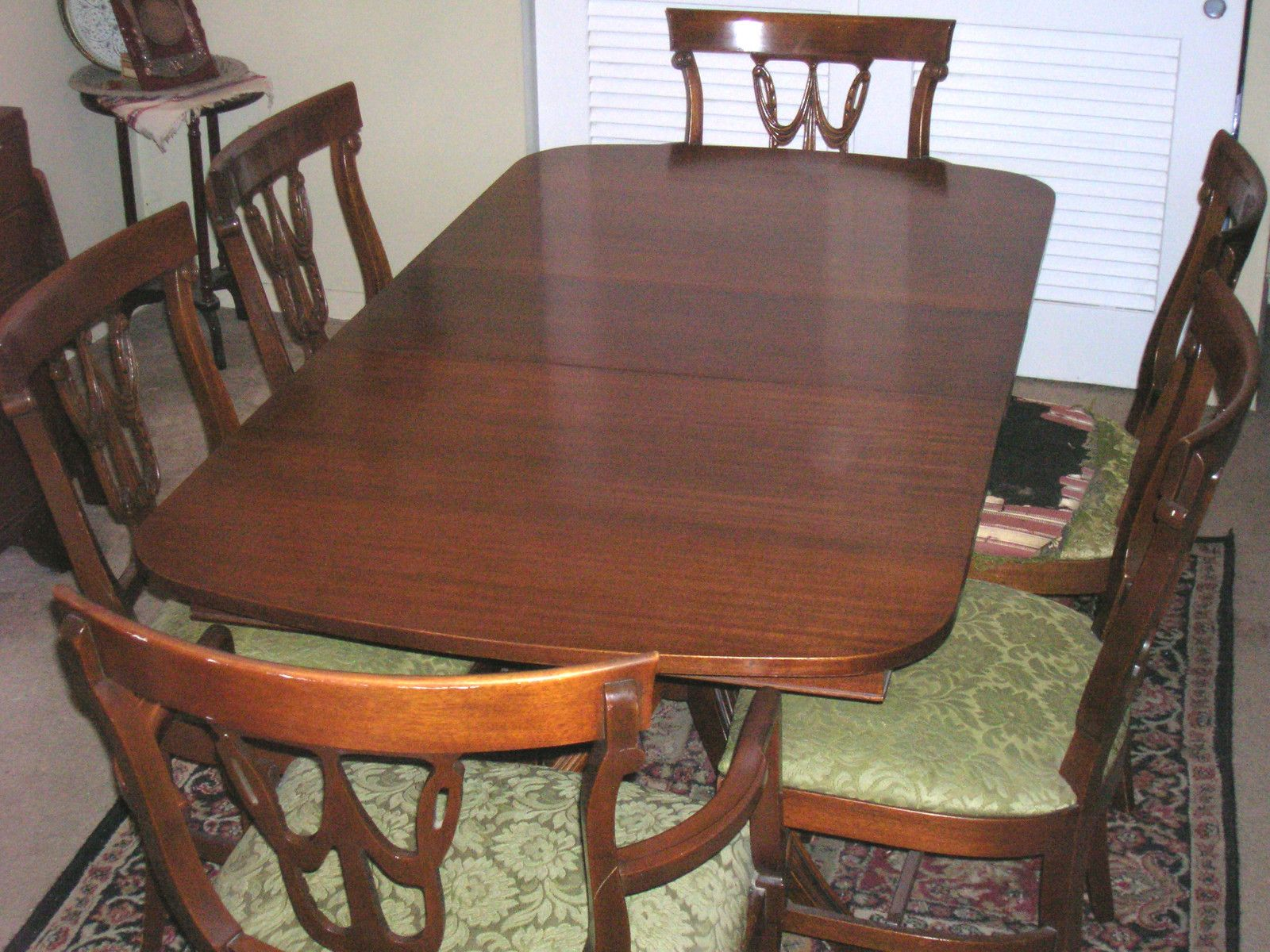 ANTIQUE MAHOGANY TABLE AND 6 CHAIRS BY RWAY FURNITURE CO 1940 S 1950