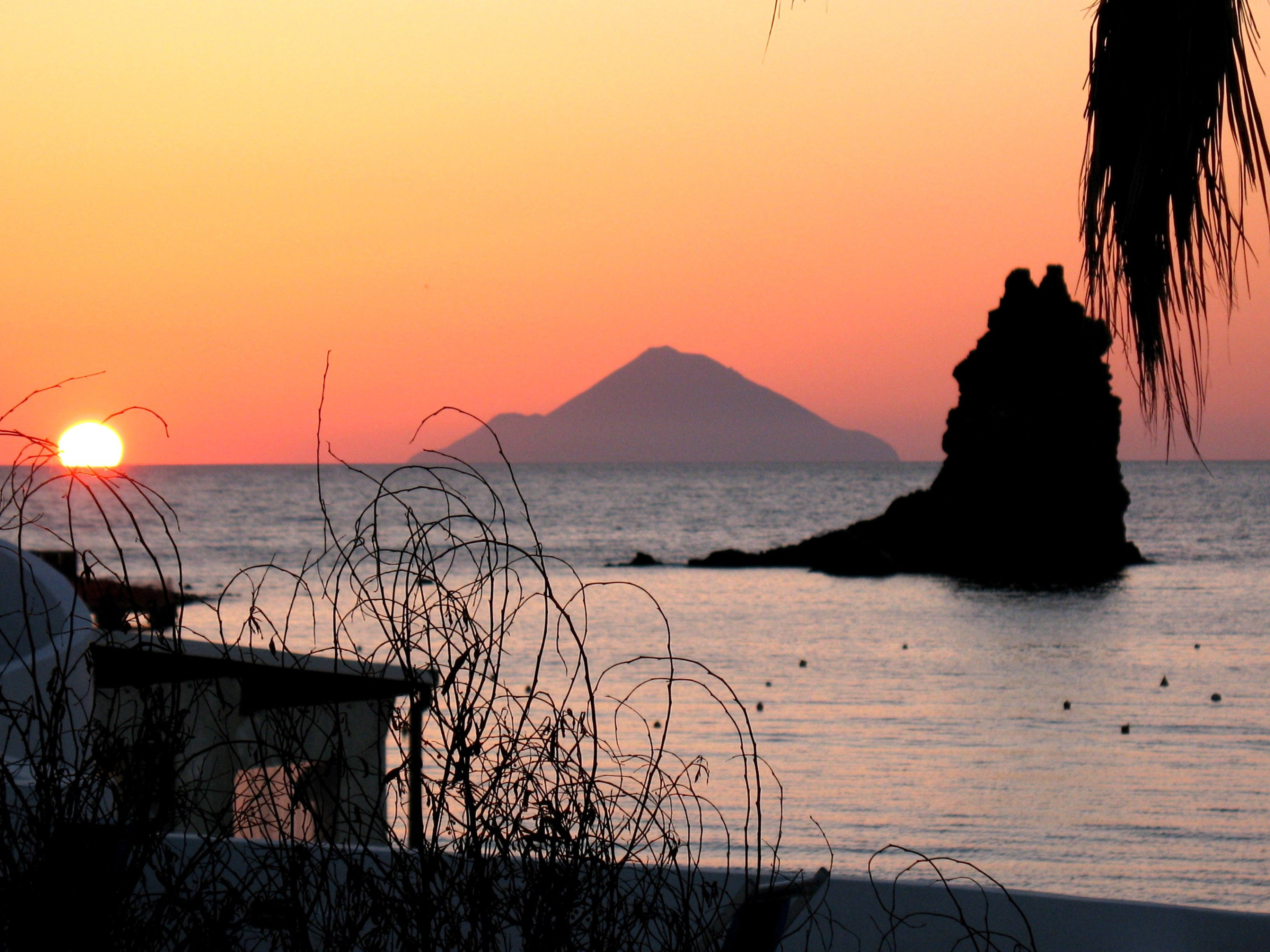 I tramonti alle Isole Eolie.