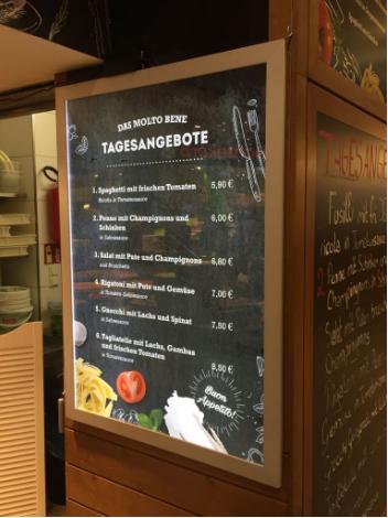 Das MOLTO BENE - Bock auf Pizza, Pasta oder einem knackigen Salat?  Das Casa D'Italia im Palais Vest bietet eine große Auswahl an mediterranen Spezialitäten für Groß und Klein. #ledtafel  Na dann, Guten Hunger!  #gastrowerbung #palaisvest #casaditalia #gastromarketing #werbetechnik  #werbung #werbeagentur #canberryteam #recklinghausen #canberry  PS.: Preiswerte hauchdünne LED Leuchtkästen haben wir übrigens wieder auf Lager! #Sonderposten www.canberry.de