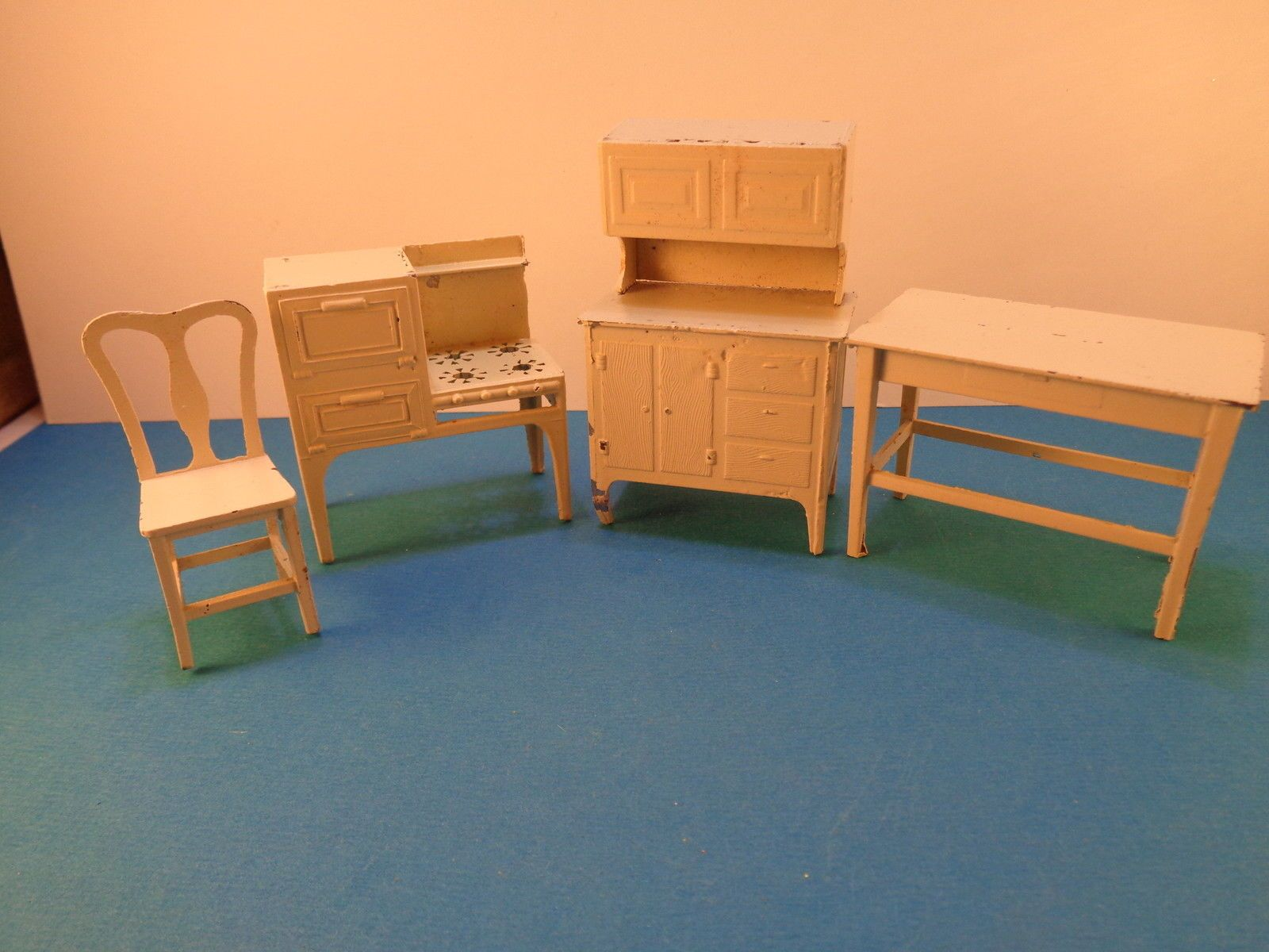 Miniature Dollhouse Kitchen Furniture Vintage Tootsie Toy Miniature Dollhouse Kitchen Furniture Lot2
