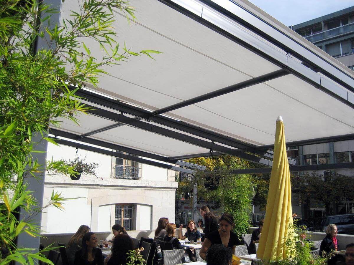 coberti toldo horizontal en terraza de restaurante comercios hoteles pergolas