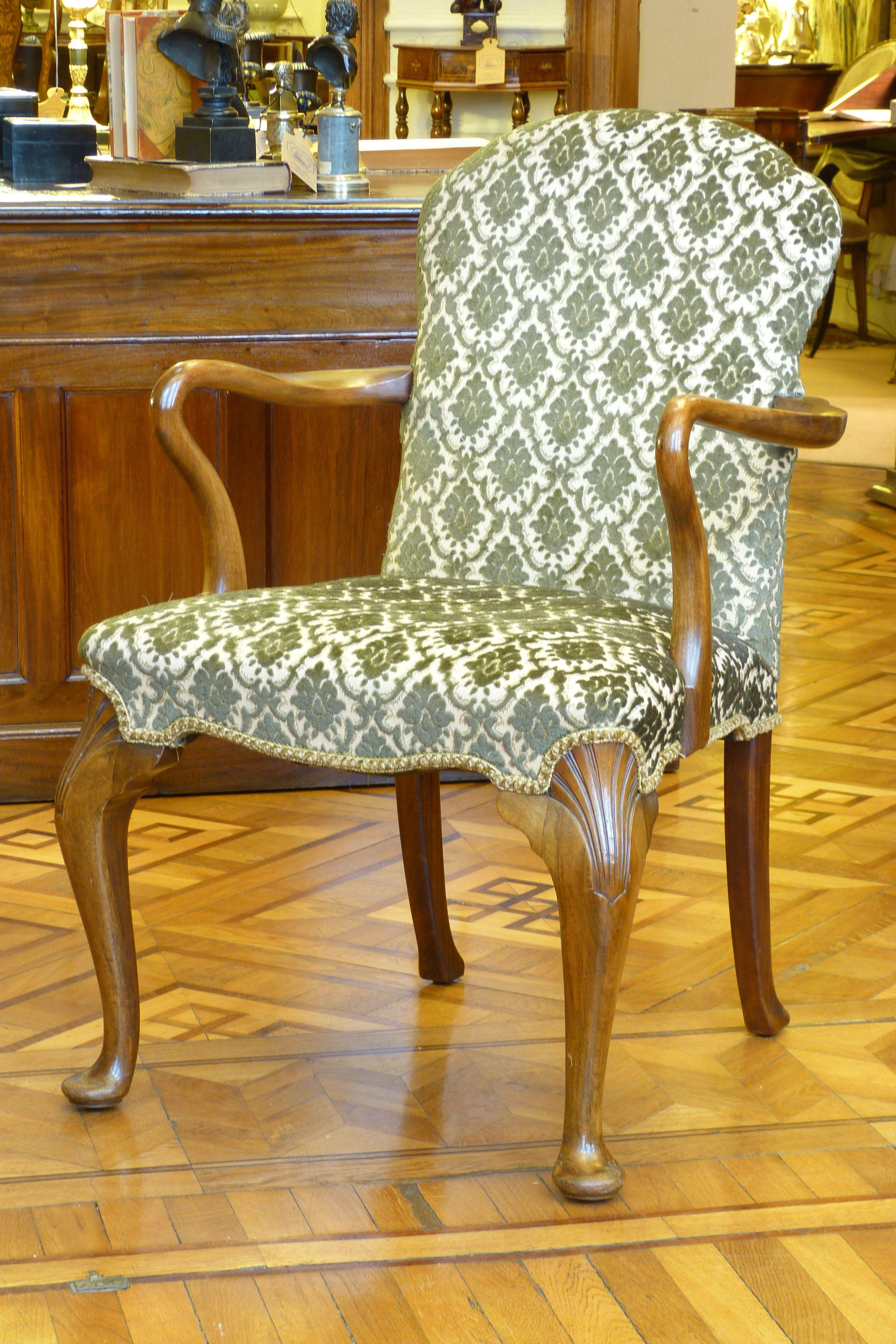 En Mayflower podés encontrar una par de sillones ingleses ...