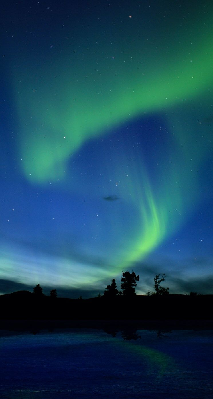 Aurora borealis northern lights iphone 5 wallpaper ipod for Wallpaper hd iphone 7