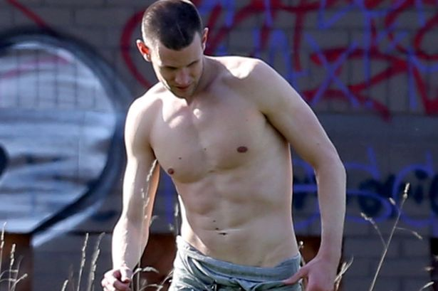 Doctor Who S Matt Smith Reveals Fab Abs On Set Of Ryan Gosling S How To Catch A Monster Bulk Up Doctor Matt Smith