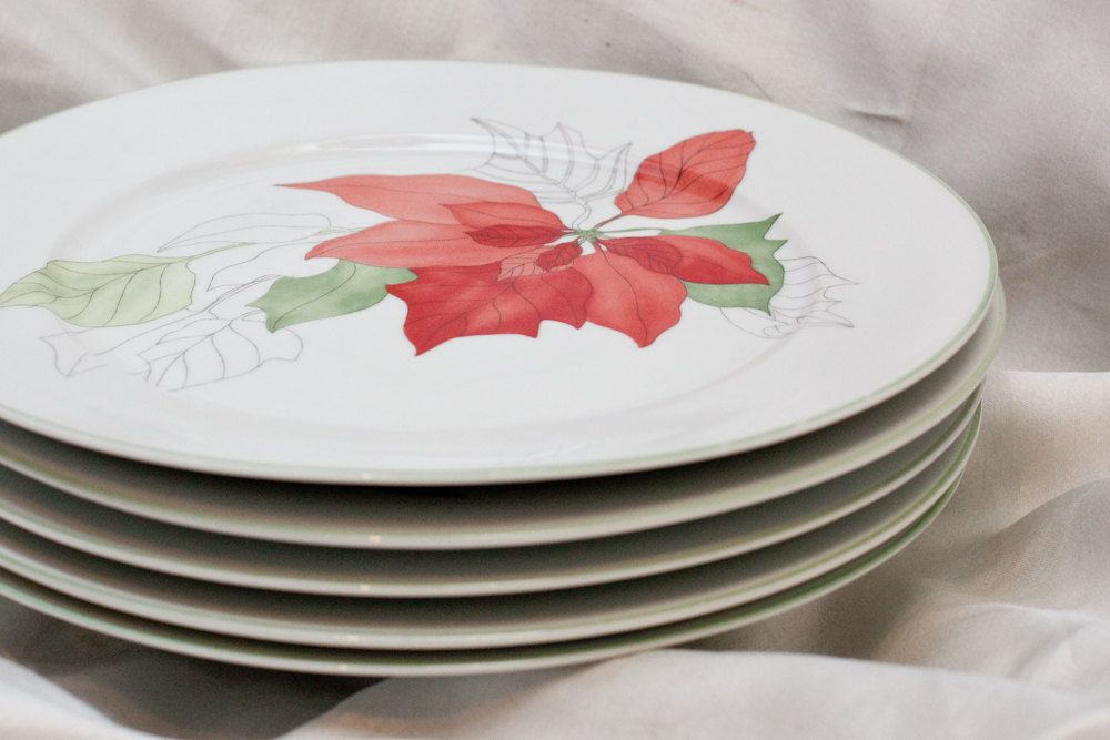 Set of 5 Block Spal Portuguese Plates, watercolor Poinsettia pattern Vintage Christmas, Christmas Ideas, Christmas Decorations, Watercolor Design, Holiday Dinner, Poinsettia, Portuguese, Tablescapes, Rooms