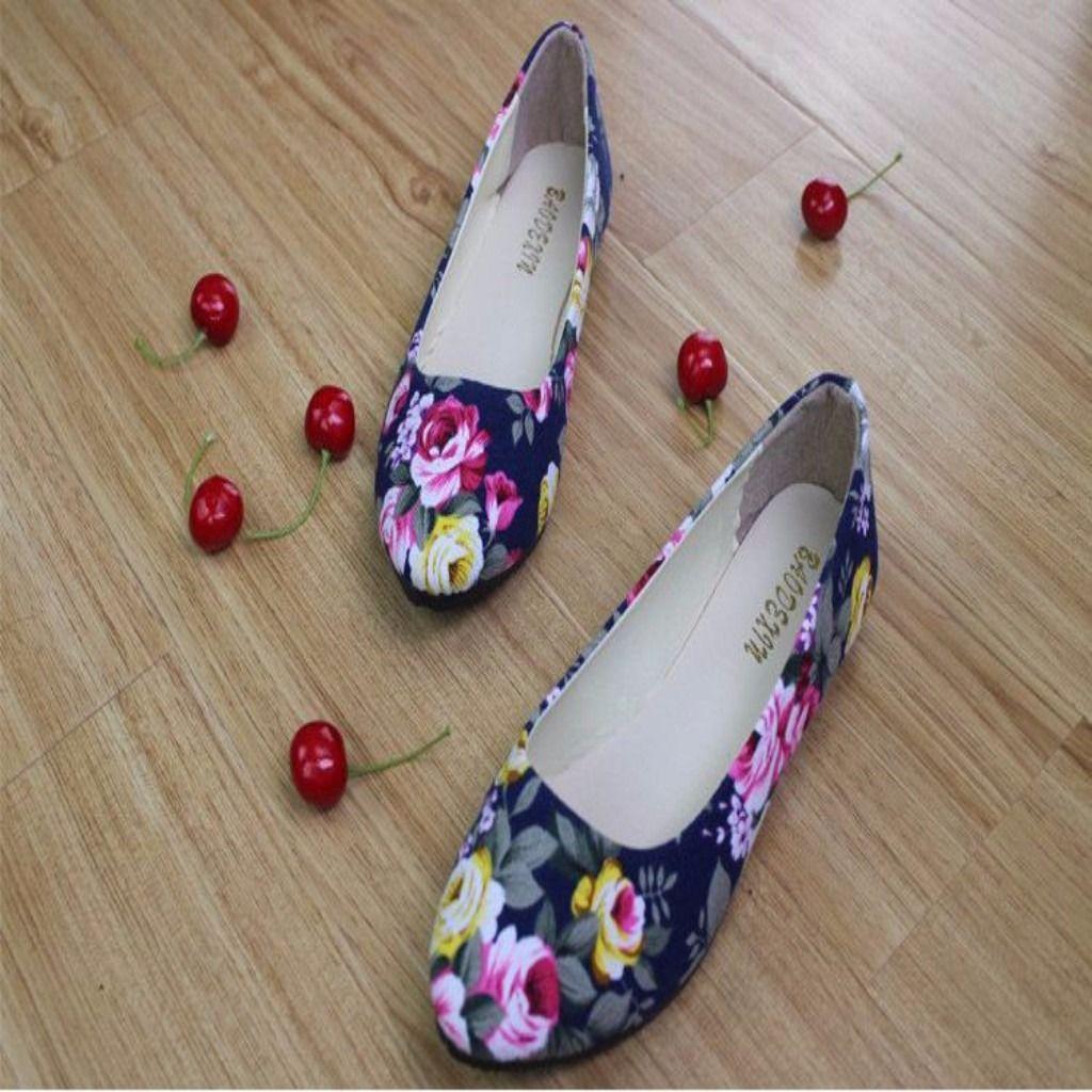 Elegant Slip On Round Toe Printed Women Flats Shoes