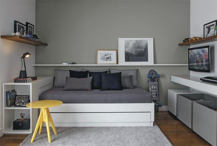 Quarto masculino jovem com cama no estilo de um sofá  Ideias para o quarto
