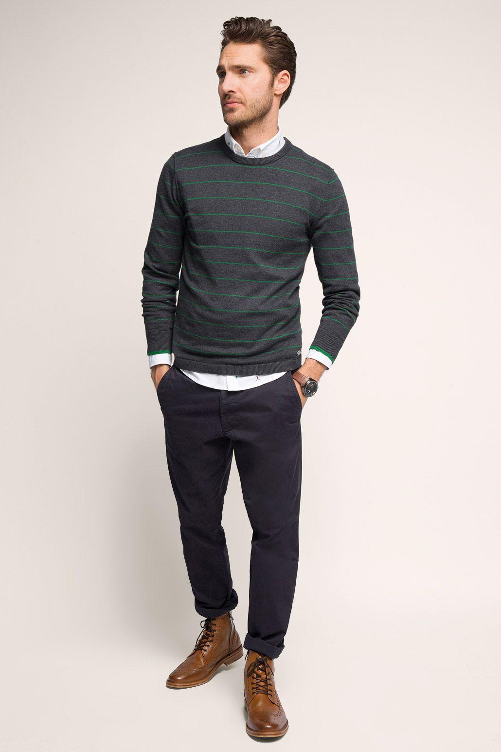 Trendiges Outfit mit dezent gestreiftem, dunkelgrauen Pulli