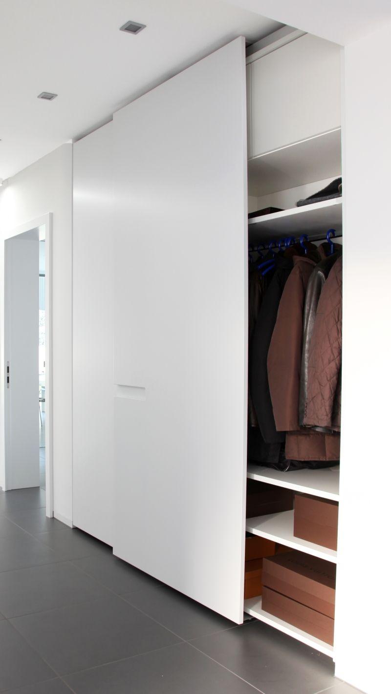 Eingang Garderobe Schiebeture Matt Weiss Geoffnet Garderoben