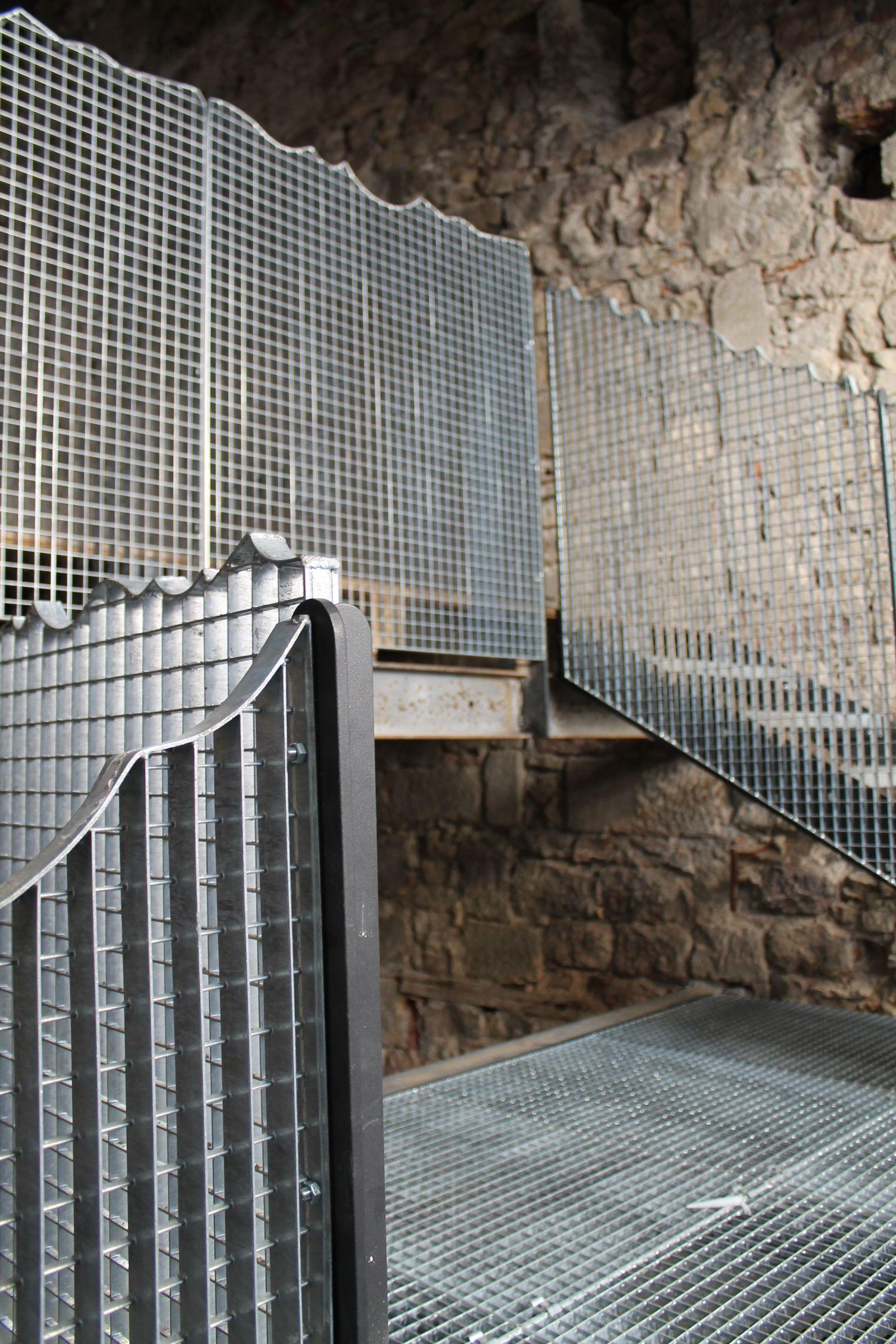 escalier et garde corps en caillebotis m tallique cour pinterest. Black Bedroom Furniture Sets. Home Design Ideas