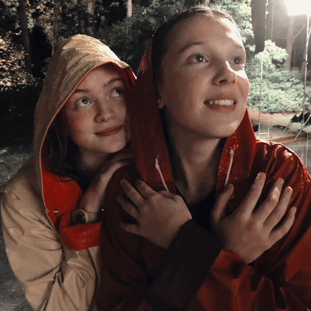 13 Couple Wallpaper Amizade Series Em 2020 Stranger Things Atores Elenco De Stranger Things Personagens De Stranger Things