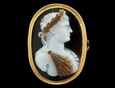 """""""Napoleon Bonaparte"""" ring: onyx cameo, gold, carved by GiovanniAntonio Santarelli, Florence, about 1800"""