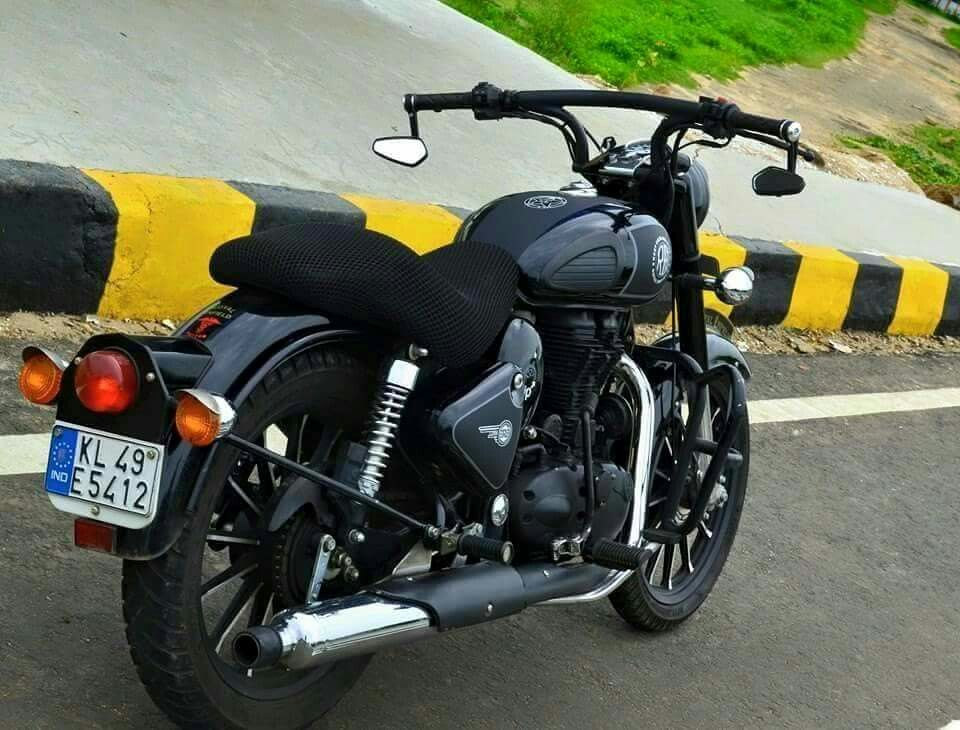 Pin By Manish Reddy On Royal Enfield Bullet Bike Royal Enfield Royal Enfield Wallpapers Enfield Classic