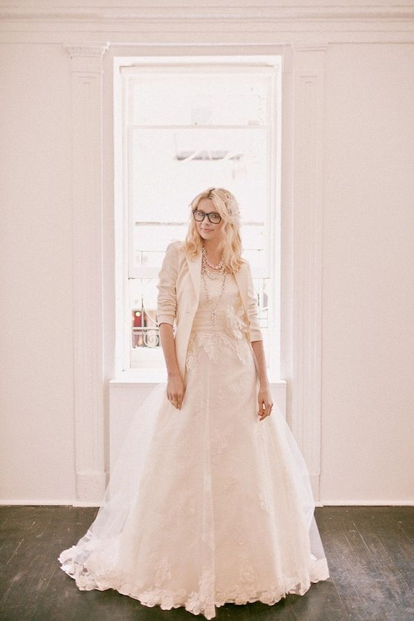The Adorable Tailored Bride How To Rock Blazers On Your Wedding Day Wedding Party Absolutely Love This