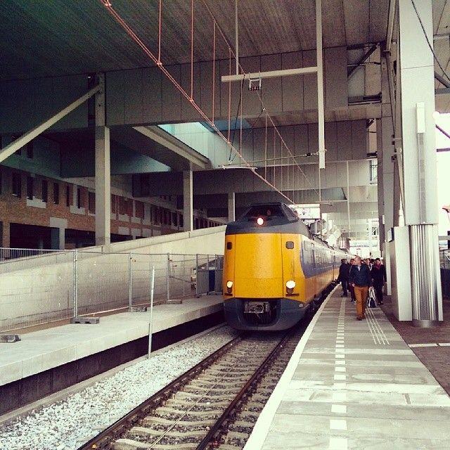 De eerste treinen komen aan op spoor 8 op het nieuwe station Breda (5 mei 2014) CS