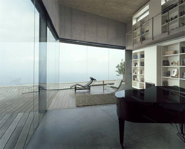 — Corona y P. Amaral Architects
