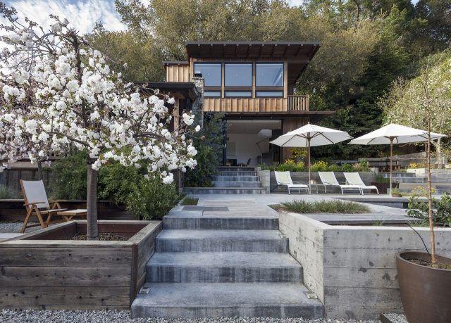 garten landschaft hang stützmauer pool sonnenterrasse baum kies, Garten und Bauten
