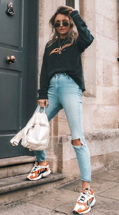 comfy outfit idea black top ripped jeans sneakers | Trendy