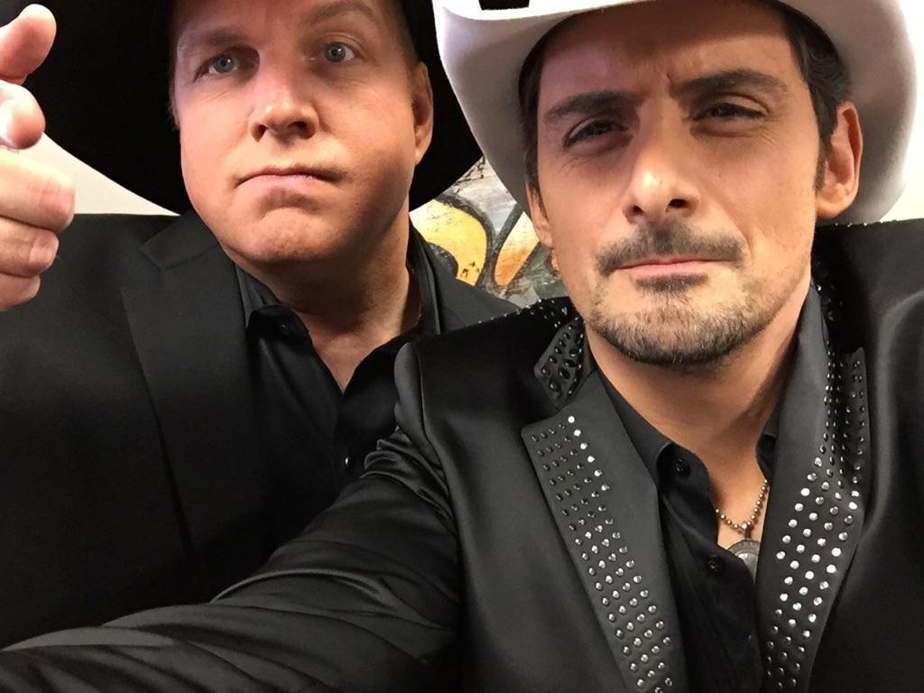Brad Paisley On Twitter Garth Brooks Country Music Singers Brad Paisley