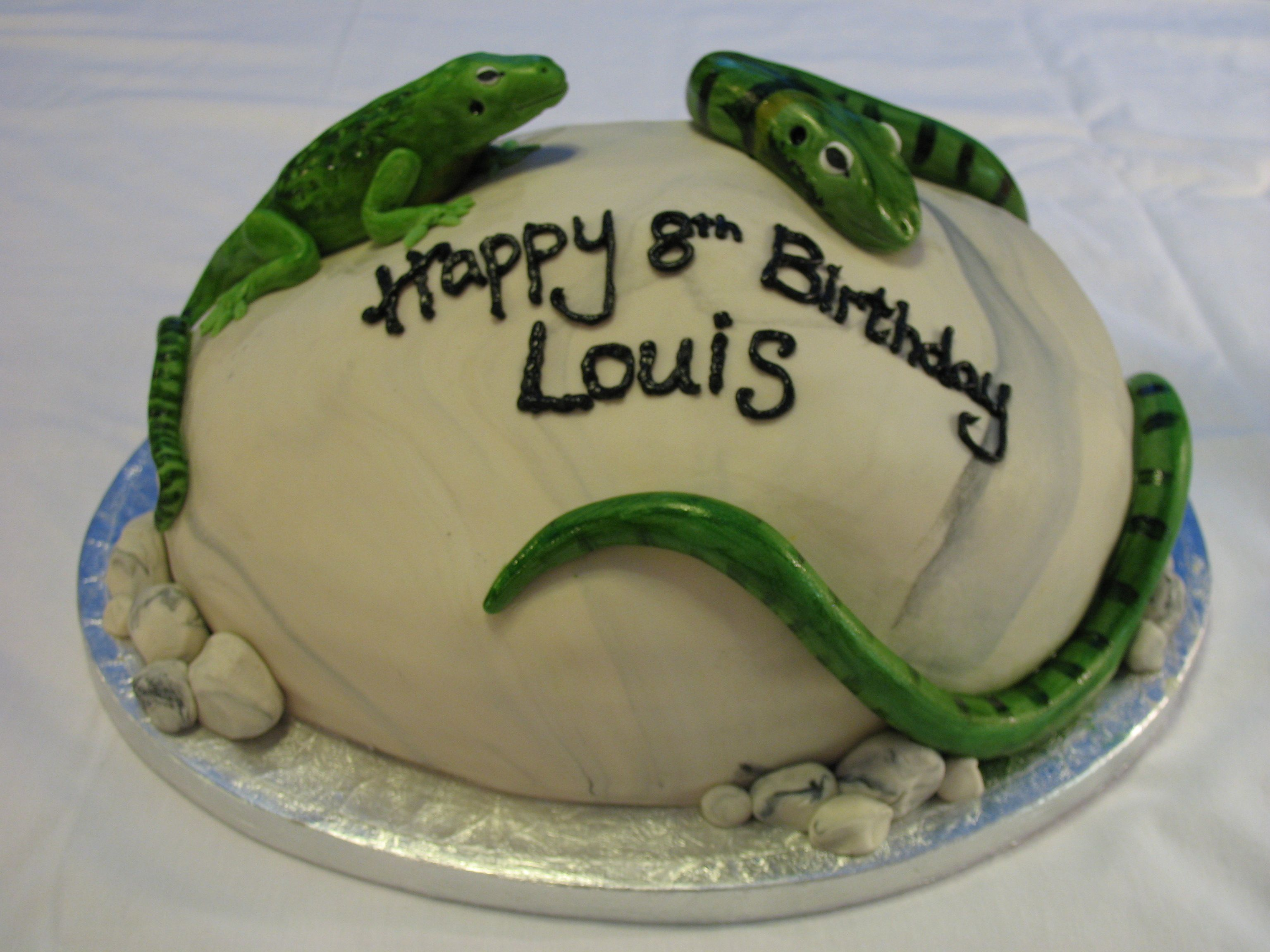 Idea For A Fun Kids Birthday Cake That Isnt One But Cupcakes