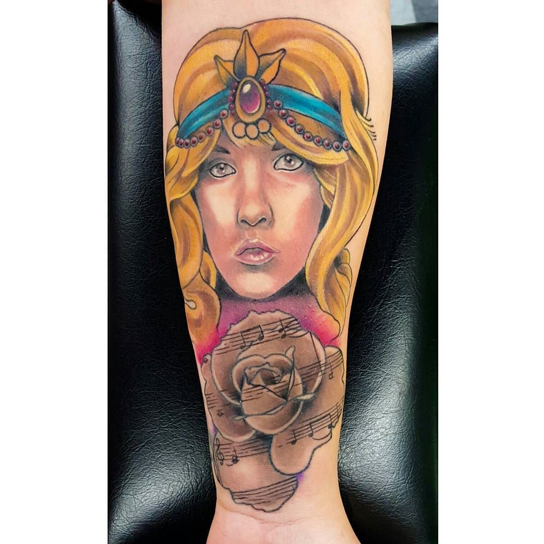 A little more progress on this young #stevienicks tattoo. Just a little more to go face is healed. #fleetwoodmac #stevienickstattoo #tattoo #ink #1970s #gypsy #gypsytattoo #paperrose #whitewitch #portrait #neotraditional #neotraditionalportrait  #rose #rosetattoo #sheetmusic #music #sheetmusictattoo #ink #dylansartin #sasquatch by sasquatch_linked