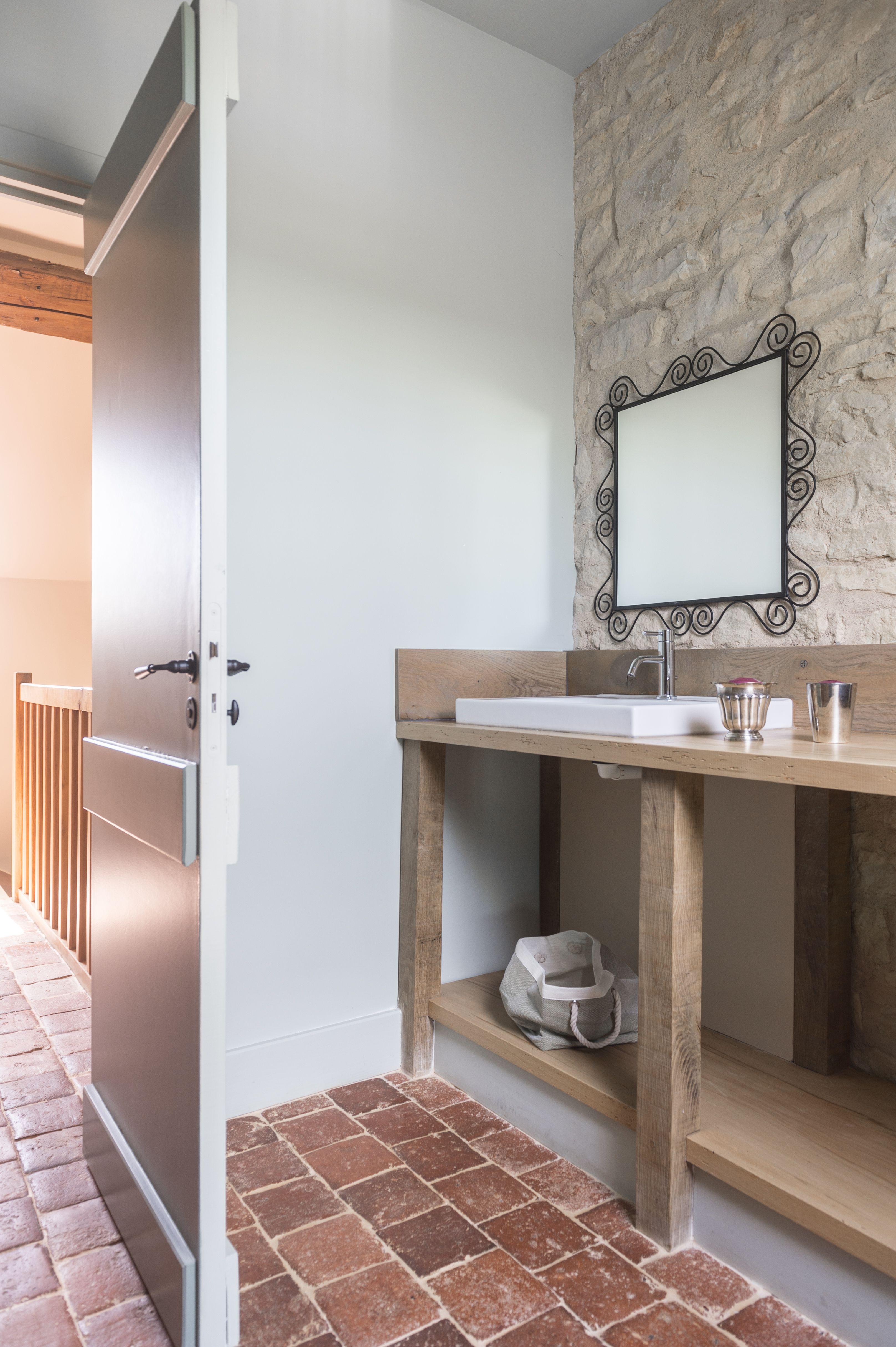 un meuble de toilette realise a partir de vielle planche de bois gitedefrance ferme pierre to salle de bain salle de bain minuscule salle de bains dressing