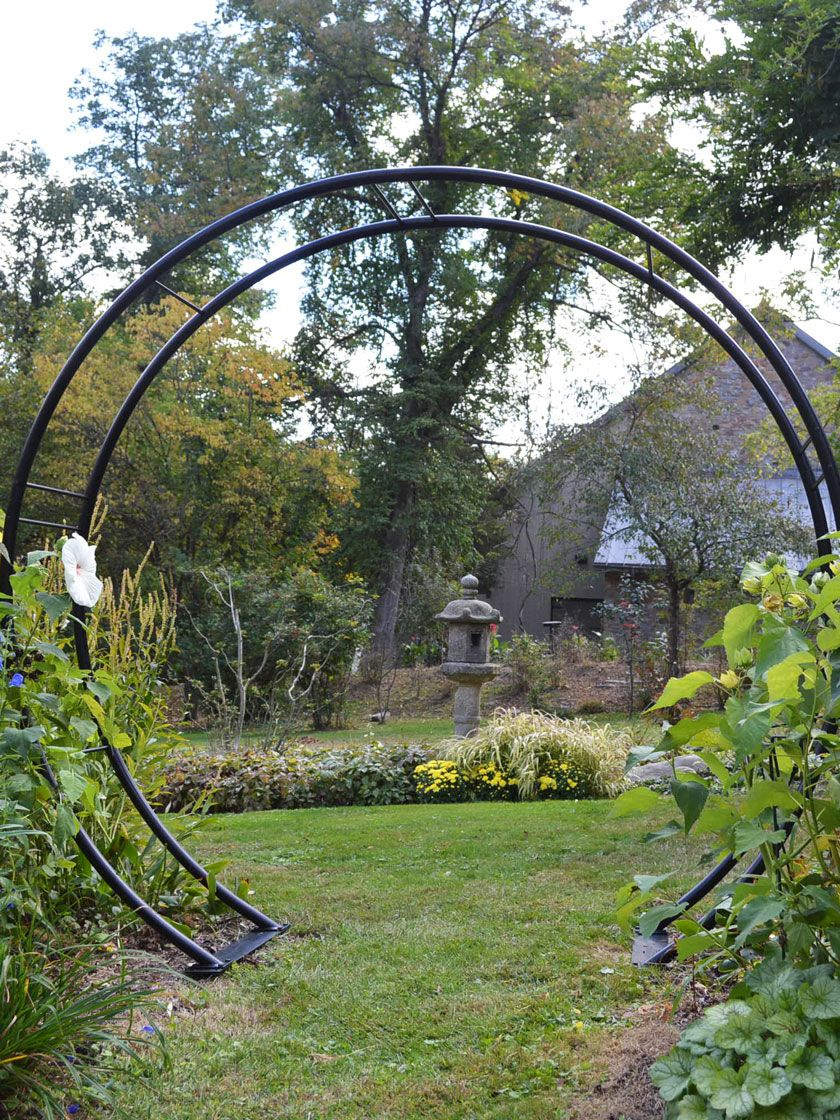 Moon Gate Arch Gardener S Supply With Images Garden Arches