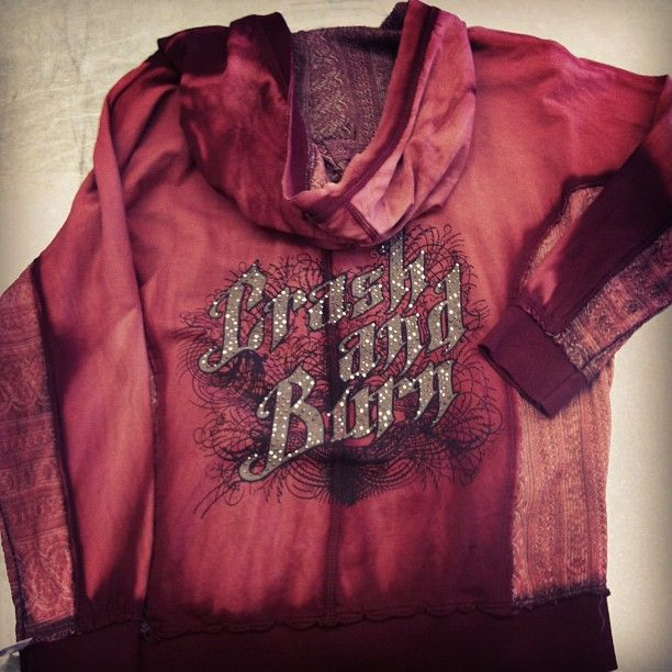 Women's Crash and Burn hoodie. Size L $22 #platoscloset #pc #grandforks #shopping #buckle