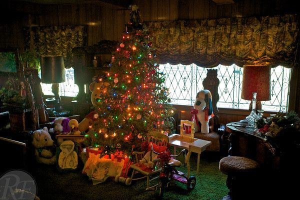 Graceland Jungle Room Decked Out For Christmas.