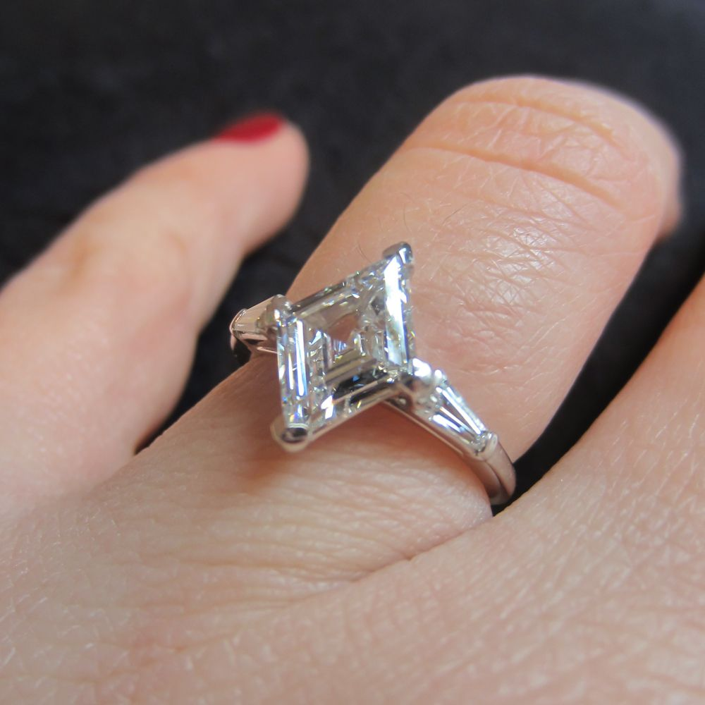 shoulders curved product diamond engagement with diamonds gold ring lozenge