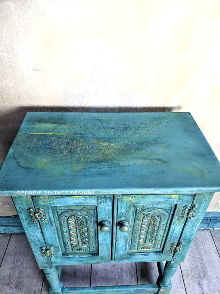 Painted using a very watery tie dye technique. #furnitureartist #turquoise #victorian #chalkpaint #dixiebelle #decorisvintagedesigns #boho #rustic