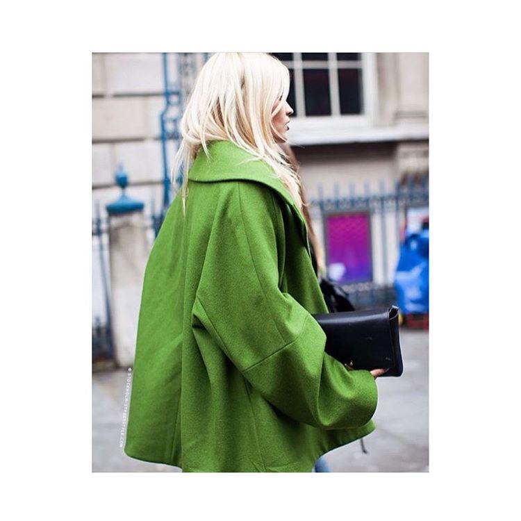 Ya se ha publicado el nuevo color del año 2017 según @pantone!!! 🍏🍏🍏🍏🍏🍏🍏🍏🍏#greenery #coloroftheyear #trends #fashion