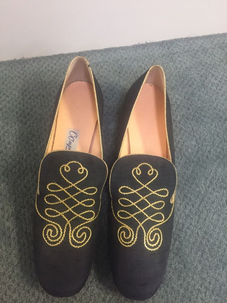 16026beda31b Womens sz 8 vintage OOMPHIES black w gold embroidery .75