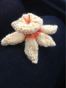 Knitted Daffodil (knitting pattern)