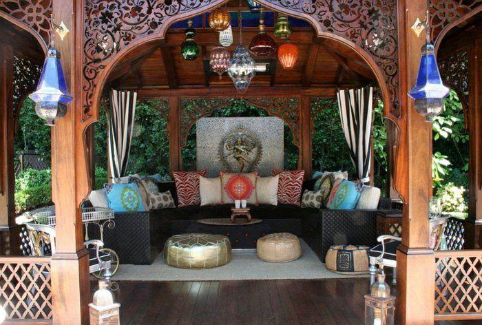 Patio salon de jardin ambiance maroc | DeCo | Salon marocain, Canapé ...
