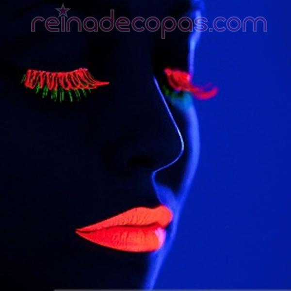 Pintalabios reactivo con luz negra. Combínalo con rimmel neon y el resultado es espectacular.