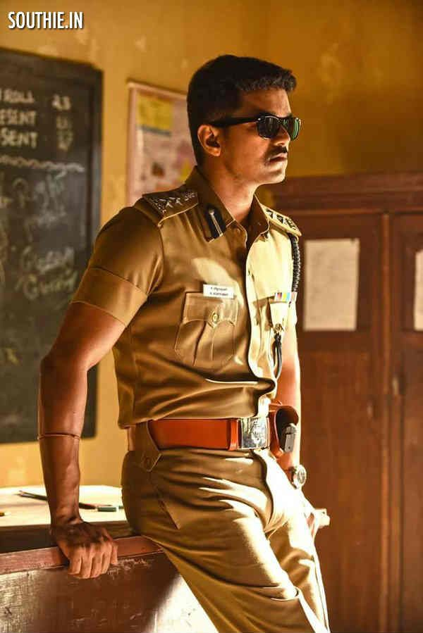 Theri Latest Images Of Vijay In Police Officer Look Actors