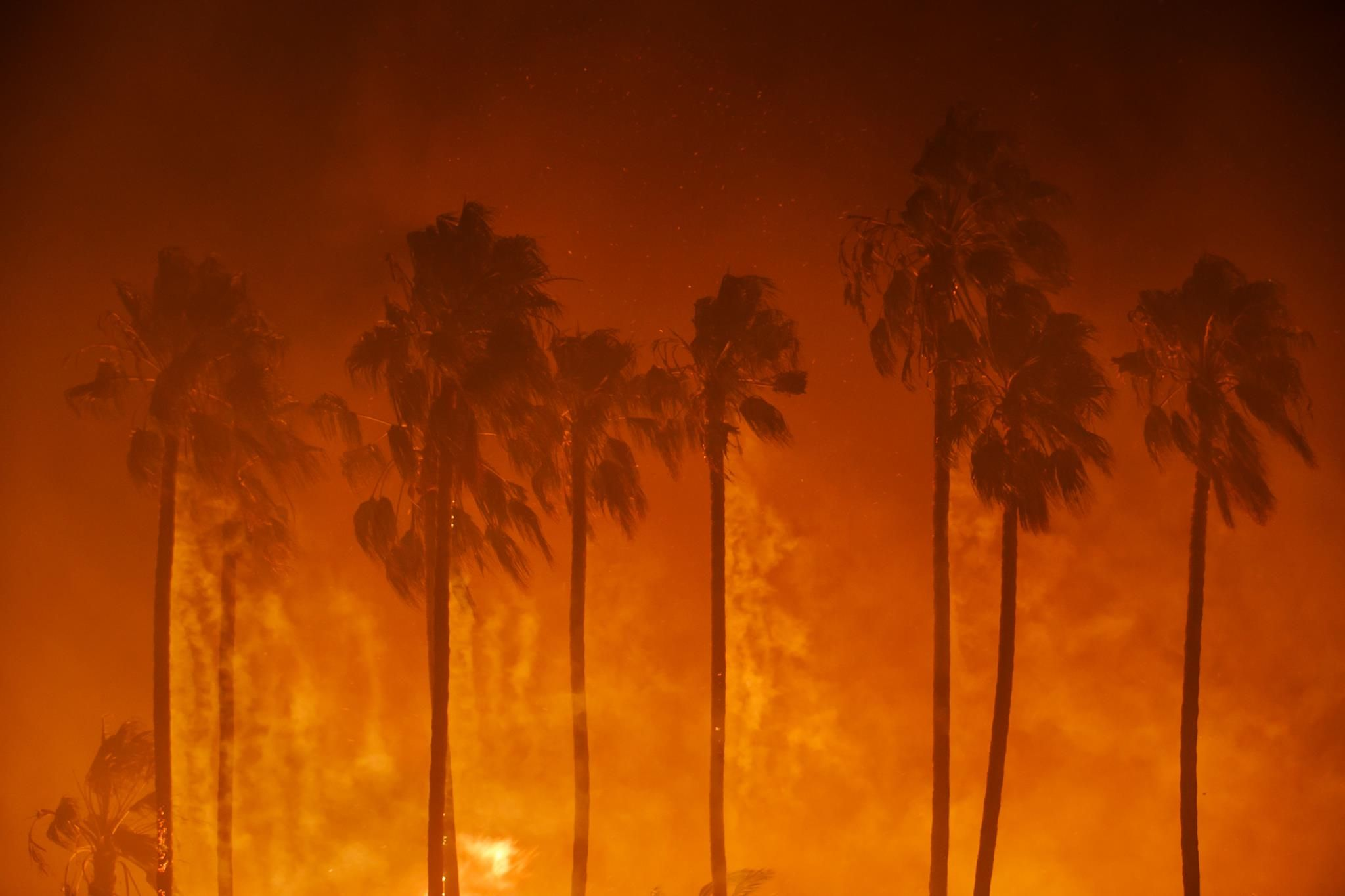 Los Angeles Times Southern California This Morning Thomas Fire In Ventura 31 000 Acres Burned 27 000 People California Wildfires Ventura Landscape